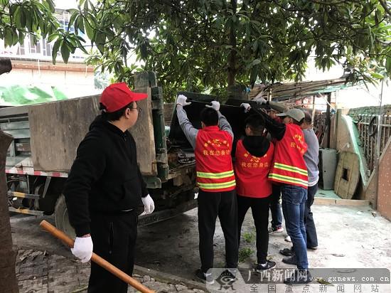 """麒麟街道办开展""""垃圾清零美龙城""""志愿服务活动"""