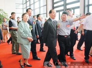 """李兆焯、何鲁丽及""""9+2""""行政首长巡视泛珠展馆"""