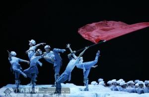 全国人大代表在北京集体观看《复兴之路》