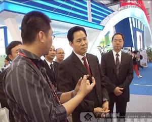 大化县委书记参观东盟博览会展馆并会见客商