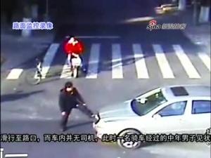 司机忘拉手刹 市民伸脚逼停失控车辆