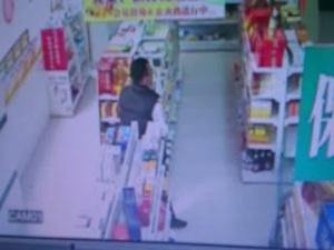 玉林容县:药店监控拍下偷窃药品全过程