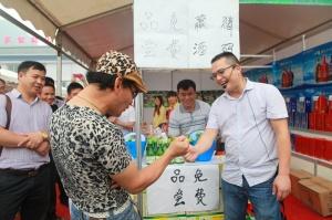 2014凌云清明茶市惊现码王争霸,输赢都有酒喝