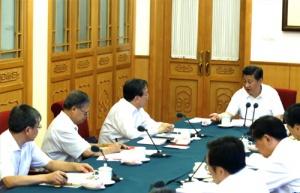 中央政治局常委听取第二批党的群众路线教育实践活动联系点情况汇报