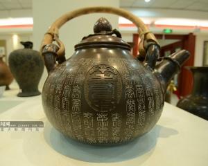 钦州:幻彩坭兴陶