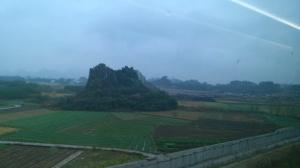 【记者体验贵广高铁广西段】行车平稳 可以看窗外美景