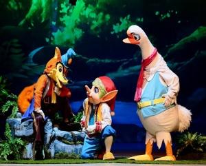 励志儿童人偶剧《尼尔斯骑鹅历险》