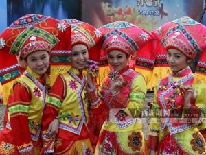 阳朔:第十六届漓江渔火节在福利千年古镇开幕