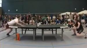 牛人乒乓球桌顶足球