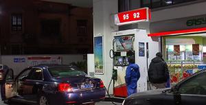 """国内油价年内首次""""两连涨"""""""