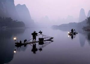 镜头下的漓江渔民捕鱼 宁静古朴