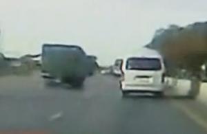 高速路上故意别车 自食其果