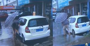 车主洗车真节约用雨水来刷车