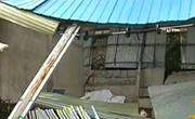 贵港:强风突袭 广告牌坠落房屋被掀翻