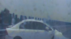 小车失控撞得前车360度打转