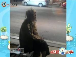 广西一男子给流浪老人买食物遭拒竟扇对方耳光