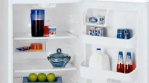 夏季冰箱内放食物多如何除异味