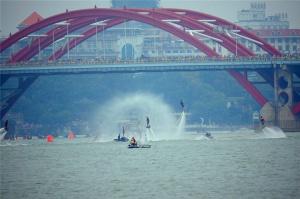 2015柳州国际水上狂欢节开幕 水陆大巡游尽狂欢