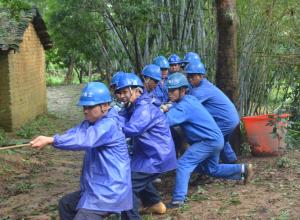 高清:钦北防三地供电部门迅速抢修复电
