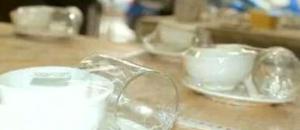 就餐开水烫碗筷 真能消毒?