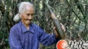 百岁奶奶能下地劳作