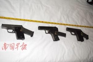 四男子宾馆睡觉枕头下压着手枪 警方缴获手枪3支