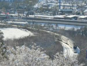 北京:故宫游客爆满赏雪景