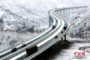 """四川""""天梯高速""""迎雪后最美季"""