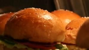 9款特制酱料 花样西式汉堡