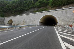 广西六寨至河池高速公路侧岭隧道