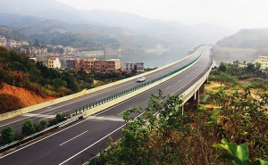 广西隆林至百色高速公路两琶水库大桥