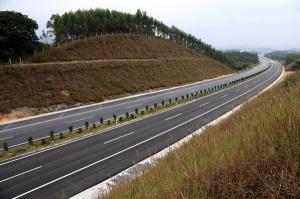 广西玉林至铁山港高速公路土建10标、路面C标