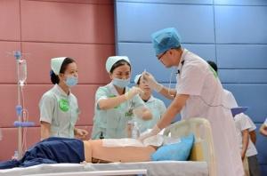 右医附院举办青年职工临床技能大赛
