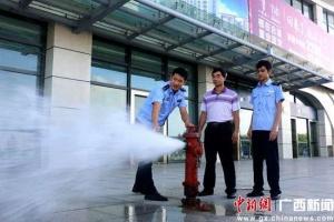 警方开展夏季消防安全检查