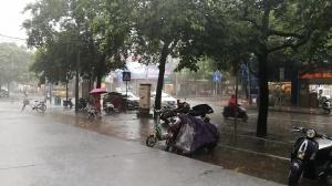 """受台风""""妮妲""""外围影响 南宁局地出现短时阵雨"""