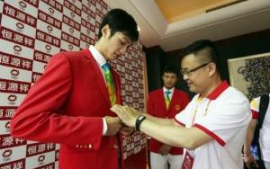 击剑运动员雷声担任中国奥运代表团旗手
