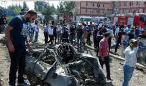 土耳其东部汽车炸弹袭击致3人亡百余人伤(组图)
