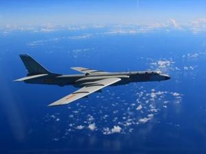 """空军""""战神""""走进社会公众 展翅东海南海西太平洋"""
