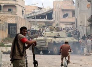 """利比亚政府军与""""伊斯兰国""""武装交火(组图)"""