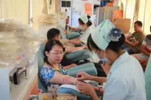邕宁区100余名干部职工无偿献血
