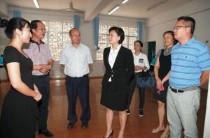 邕宁区领导开展教师节慰问活动