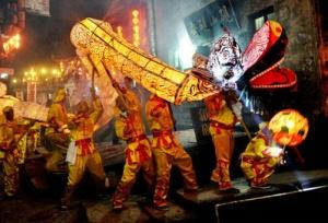 国外如何过中秋:日本版万圣节 泰国男扮女装