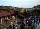 巴基斯坦两火车相撞致6死150人伤