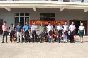 邕宁区:一辆小小电动车 解决驻村大问题