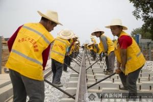 柳州最大铁路物流基地开始铺轨