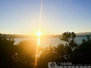 邓娜摄影:洱海日出