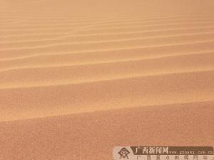 吴进湖摄影:沙子的足迹