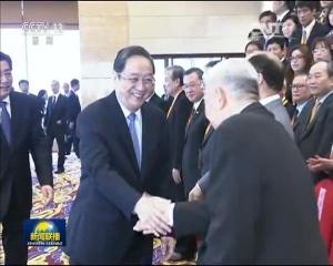 俞正声会见第二届两岸媒体人北京峰会与会代表