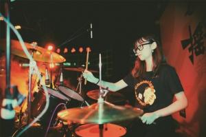 柳州大学生摇滚音乐节吹来清新风:无摇滚 不青春