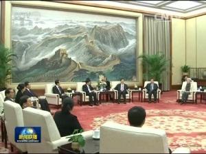 张德江会见老挝总理
